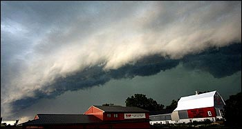 A shelf cloud such as this one can be a sign that a squall is imminent